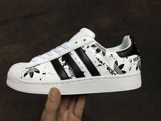 zapatillas adidas superstar blanca y negra